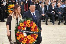 ITF Chair Dan Tichon commemorates Yom Shoah at Yad Vashem